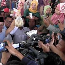 Cawapres Sabdiaga Uno bersafari politik ke Kabupaten Kebumen Jawa Tengah. Kepada warga Sandiaga Uno berjanji mengurangi angka kemiskinan di Kebumen kampung kelahiran Ayahanda Prabowo Profesor Sumitro