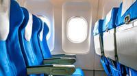 Kursi biru dalam pesawat (iStock)