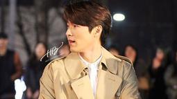 Sebelum bermain dalam drama Korea Selatan Crash Landing on You, gaya rambut Hyun Bin juga menjadi perhatian publik. Di berbagai penampilannya, pria 38 tahun ini lebih sering terlihat menggunakan jaket. (Liputan6.com/IG/@vast.ent)