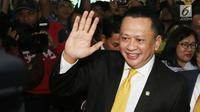 Bambang Soesatyo tiba untuk memberikan keterangan ke kepada wartawan perihal ketua DPR RI di Gedung DPR, Jakarta, Senin (15/1). Bambang Soesatyo akan menggantikan Setya Novanto yang terjerat kasus dugaan korupsi E-KTP. (Liputan6.com/Angga Yuniar)