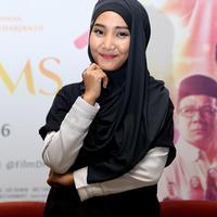 Fatin Shidqia Lubis muncul sebagai peserta pencarian bakat dengan mengenakan hijab. Suara yang bagus dan penampilan berbeda itu hingga keluar sebagai juara. Banyaknya tawaran sesudah itu terus berdatangan pada penyanyi berjilab. (Andy Masela/Bintang.com)