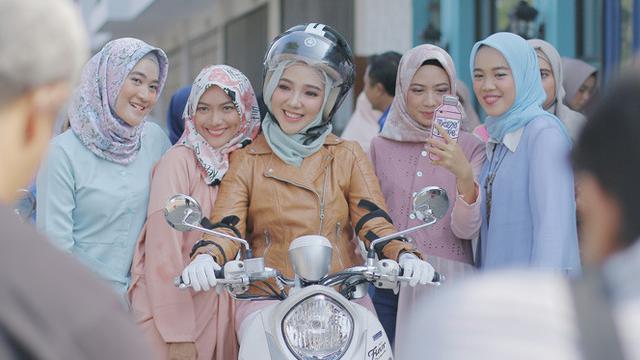Kekinian Padu Padan Hijab Menawan Dengan Motor Skutik Lifestyle