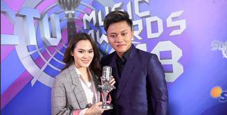 Penantian Sheryl Shinafia dan Rizky Febian akhirnya menangkan video klip paling ngetop di SCTV Music Awards 2018