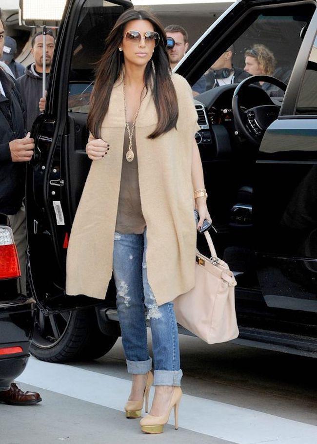 Casual style ala Kim Kardashian. (sumber foto: Fab Fashion Fix/Pinterest)