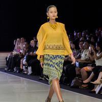 Busana ready to wear yang terlihat modern dan kekinian dengan sulam karawo asal Gorontalo.