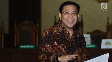 Tersenyum, Setya Novanto Jalani Sidang Pembacaan Tanggapan Eksepsi Dakwaan