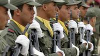 Polisi Tunisia tengah memburu militan Islamis di perbatasan barat negara itu.