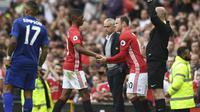 Wayne Rooney kalah bersaing dengan Zlatan Ibrahimovic dan juga Marcus Rashford di lini depan MU. (AFP/Anthony Devlin)