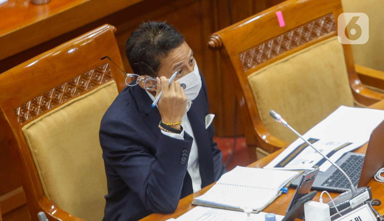 Menparekraf Sandiaga Salahuddin Uno saat rapat kerja dengan Komisi X DPR di Kompleks Parlemen, Senayan, Jakarta, Kamis (25/3/2021). Rapat membahas dampak pemotongan anggaran APBN TA 2021 sebesar Rp 300 M serta isu-isu strategis parekraf. (Liputan6.com/Angga Yuniar)