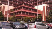 Sebagai Rumah Sakit rujukan nasional yang menangani pasien kanker, RS Kanker Dharmais ternyata masih kewalahan untuk masalah tempat tidur