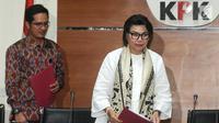 Wakil Pimpinan KPK Basaria Panjaitan dan juru bicara, Febri Diansyah memberi keterangan pers terkait barang bukiti uang OTT Bupati Mesuji Khamami senilai Rp 1,2 M di gedung KPK, Jakarta, Kamis (24/1). KPK menetapkan 5 tersangka. (merdeka.com/Dwi Narwoko)
