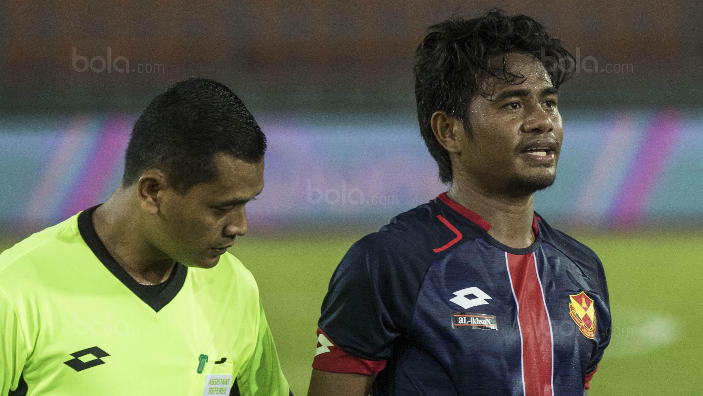Gelandang Selangor FA, Ilham Udin, saat melawan Kuala Lumpur FA pada laga Liga Super Malaysia di Stadion Kuala Lumpur, Cheras, Minggu (4/2/2018). Kuala Lumpur FA kalah 0-2 dari Selangor FA. (Bola.com/Vitalis Yogi Trisna)