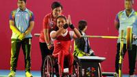 Atlet para angkat berat, Ni Nengah Widiasih, saat beraksi pada Asian Para Games di Balai Sudirman, Jakarta, Minggu (7/10/2018). Ni Nengah berhasil mempersembahkan medali perak dengan total angkatan 97 kg. (Bola.com/M Iqbal Ichsan)