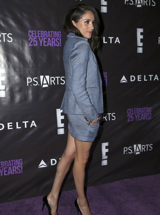 Dulunya, Meghan kerap memakai rok di atas lutut seperti ini./copyright Shutterstock.com