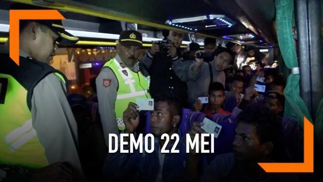 Diduga akan ramaikan aksi demo 22 Mei, 26 warga NTT ditangkap di Pelabuhan Ketapang, Banyuwangi. Mereka mengaku akan ke Jakarta dengan tujuan yang tak jelas dan dikoordinir oleh seseorang yang tak mereka kenal.