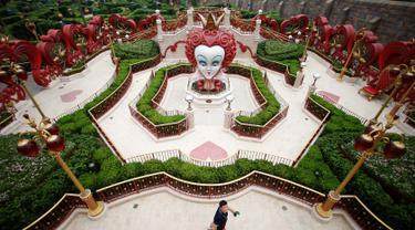 Salah satu wahana di taman Impian Disney pertama yang dibangun di daratan China, 15 Juni 2016. Taman hiburan bernilai 5,5 milyar dollar itu, yang akan dibuka resmi hari Kamis (16/6). (REUTERS / Aly Song)