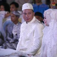 Vicky Prasetyo dan Angel Lelga baru saja resmi menjadi sepasang suami istri.