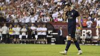 Gelandang Real Madrid, Gareth Bale tersenyum usai mencetak gol ke gawang Arsenal selama pertandingan International Champions Cup (ICC) 2019 di FedExField, Landover, Maryland (24/7/2019). Madrid menang adu penalti atas Arsenal 3-2 (2-2). (AFP Photo/Jim Watson)