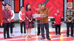Direktur Smesco Indonesia Leonard Theosabrata (kedua kanan) saat menandatangani kolaborasi dan digitalisasi untuk mendukung kemajuan UMKM di Indonesia di Jakarta, Sabtu (19/12/2020). Kerja sama yang dilakukan tersebut juga merupakan bagian dari semangat #BersamaMelangkahMaju. (Liputan6.com/Pool)