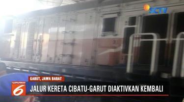 Presiden Jokowi Tinjau reaktivasi jalur kereta api di Stasiun Cibatu, Garut.