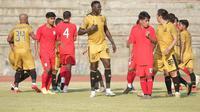 Pertandingan uji coba antara Persis Solo kontra Bhayangkara Solo FC di Stadion UNS, Sabtu (5/6/2021). (Dok Persis Solo)