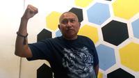 Manajer Persekam Metro FC, Bambang Suryo menolak sanksi seumur hidup dari Komdis PSSI (Liputan6.com/Zainul Arifin)