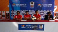 Suasana konferensi pers PSM Makassar yang dihadiri pelatih Darije Kalezic dan pemain Rizky Pellu, Sabtu (29/6/2019), jelang laga leg pertama semifinal Piala Indonesia 2018 kontra Madura United, Minggu (30/6/2019). (Bola.com/Abdi Satria)