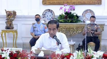 Suasana rapat terbatas Presiden Jokowi, Wapres Ma'ruf Amin dan menteri Kabinet Indonesia Maju di Istana Merdeka Jakarta, Senin 3 Agustus 2020