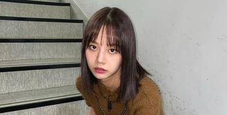 Tips 4 Gaya Rambut Ala Idol K-pop Untuk Menyamarkan Dahi yang Lebar / (instagram/hyeri_0609)