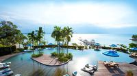 Batam adalah sebuah kota di Kepulauan Riau yang terdiri dari tiga buah pulau di wilayah administrasinya. Ketiga pulau tersebut adalah Pulau Batam, Pulau Galang, dan Pulau Rempang.