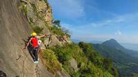 Wisata Panjat Tebing Gunung Parang yang berlokasi di Desa Sukamulya, Kecamatan Tegalwaru, Kabupaten Purwakarta, dikenal sebagai salah satu wisata panjang tebing tertinggi di Indonesia. (Foto: Liputan6.com/Abramena)