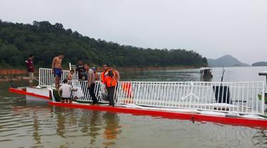 Kapal wisata tenggelam di kasawan wisata waduk PLTA Koto Panjang, Kabupaten Kampar.