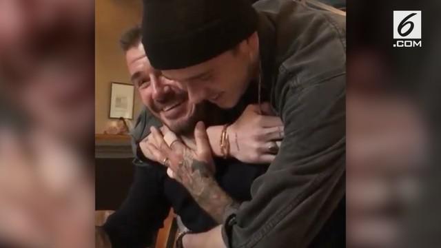 Di hari ulang tahunnya, David Beckham mendapat kejutan manis dari putra sulungnya yang membuat hati warganet meleleh.