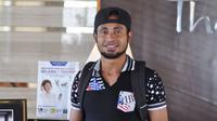 Arthur Bonai lega akhirnya bisa bergabung dalam pemusatan latihan Timnas Indonesia. (Bola.com/Romi Syahputra)