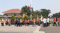Warga mulai berdatangan di TMP untuk menyaksikan pemakaman BJ Habibie. (Merdeka.com)
