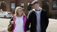 Semua hal terjadi untuk satu alasan, seperti wanita korban bom Boston ini yang menikahi pemadam kebakaran penyelamatnya.