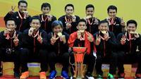 Ekspresi tim putra Indonesia setelah memenangi Kejuaraan Bulutangkis Asia Beregu 2018 di Alor Setar, Malaysia, Minggu (11/2/2018). (PBSI)
