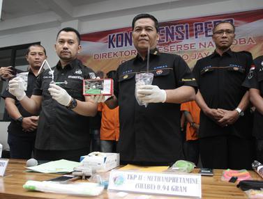Polisi Rilis Barang Bukti Kasus Narkoba Anak-Anak Ratu Dangdut Elvy Sukaesih