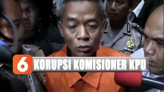 Di hadapan awak media, Wahyu meminta maaf kepada masyatakat Indonesia dan jajaran KPU.