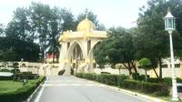Istana Negeri Kelantan ini terkenal akan kubahnya yang berwarna emas. (dok. Instagram @lovelifefari/https://www.instagram.com/p/BHjzGc4hngY/Esther Novita Inochi)