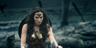 Setelah puluhan tahun melihat superhero berjenis kelamin laki-laki, tahun ini kamu bisa melihat seorang pahlawan wanita. Princess Diana of Themyscira, Daughter of Hippolyta alias Wonder Woman siap menghibur! (Warner Bros)