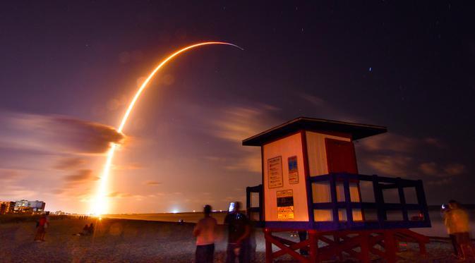 Detik-detik Pesawat SpaceX Meledak Usai Mendarat - Global Liputan6.com