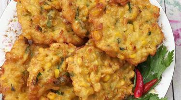 014375600 1543345921 resep praktis bakwan jagung pedas manis gurih bikin nagih Resep Indonesia CaraBiasa.com