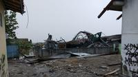 Rumah warga di Kecamatan Mauk, Kabupaten Tangerang, Banten yang rusak dihantam angin puting beliung, Kamis (12/12/2019). (Liputan6.com/Pramita Tristiawati)
