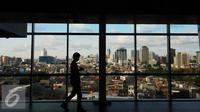 Pengunjung beraktivitas di dalam gedung di Jakarta, Sabtu (9/1/2016). Pendorong pertumbuhan tersebut utamanya masih didominasi sektor konsumsi disertai dengan peningkatan kontribusi peran investasi dan pengeluaran pemerintah. (Liputan6.com/Angga Yuniar)