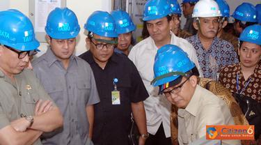 Citizen6, Purwakarta: Menteri ESDM, Darwin Zahedy Saleh beserta rombongan mengunjungi PLTA Cirata untuk mengetahui pasokan listrik selama lebaran 2011 pada, Jumat (26/8). (Pengirim: Agus Trimukti)