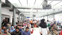 Suasana mudik Lebaran di Stasiun Pasar Senen, Senin (3/6/2019). (Liputan6.com/Yopi Makdori)