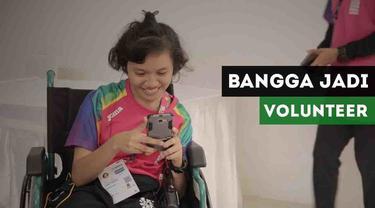 Maria Theresia, salah satu volunteer dengan disabilitas tunagrahita merasa bangga bisa membantu pada ajang Asian Para Games 2018.