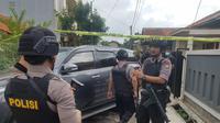 Polisi temukan paparan radioaktif berbentuk Cesium 137 di salah satu rumah milik warga di Blok A no.22, Perumahan Batan Indah, Setu, Kota Tangerang Selatan (Tangsel), (Liputan6.com/Pramita Tristiawati)