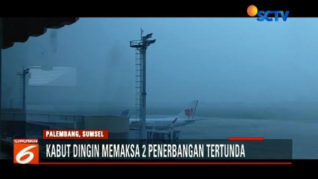 Pihak maskapai dan bandara akhirnya memutuskan menunda penerbangan sampai kabut benar-benar hilang dan jarak pandang kembali normal.